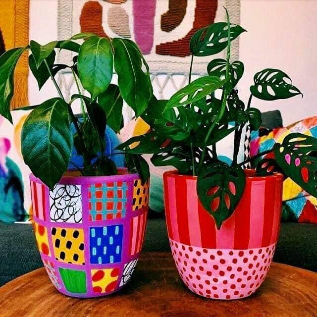 Pinte os potinhos e faça-os felizes e coloridos